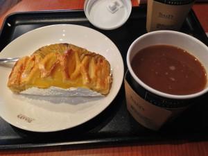 本日のコーヒー&アップルパイ