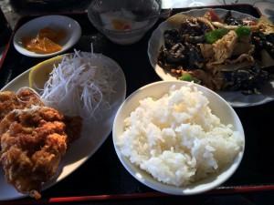 キクラゲと豚肉の炒め物定食(ラーメンは後から来ました)